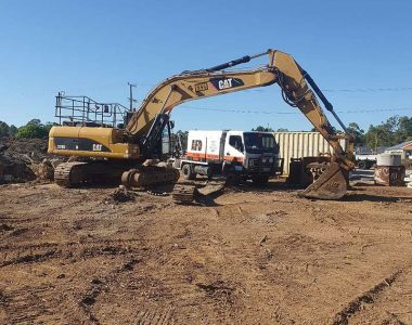 earth moving mechanic doing Brisbane excavator repairs onsite